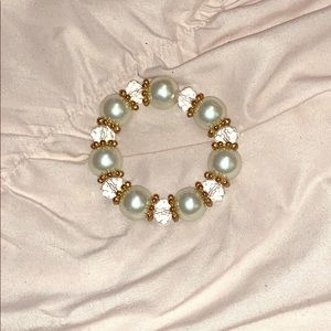 Jewelry - 💛  NWOT Pearl Bracelet with Gold Detailing 💛